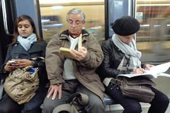 Lectores (pslachevsky) Tags: paris metro libros francia lectores