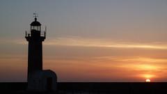 Foz do Douro (chilangoco) Tags: sunset sun lighthouse sol portugal night faro atardecer europa europe clear