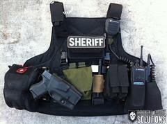 VEHICLE-JUMPOUT_ (ITS Tactical) Tags: police modular armor cop sheriff cummerbund ballisticvest cumberbund chestrig mayflowerresearchconsulting haleystrategic clipinharness extremegearlabs