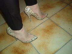IM006344 (grandmacaon) Tags: highheels stilettos toecleavage talonsaiguille sexyheels hautstalons lowcutshoes