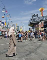 D7K 1667 ep (Eric.Parker) Tags: cne canadiannationalexhibition midway ride 2013 fair fairgrounds muslim niqab hijab headscarf funfair