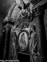 Tombe du roi louis xiv/Tomb of the king louis xiv. (m-g-c photographie) Tags: blackandwhite sculpture woman sun white black paris france art heritage monument saint st statue architecture angel landscape religious louis soleil photo europe king noir photographie noiretblanc basilica ange femme 14 religion ngc tomb culture bust versailles sacred mgc priest meditation paysage et blanc denis sacr xiv tombe buste roi basilique patrimoine louisxiv saintdenis basi roisoleil leroisoleil sunking prire recueillement thesunking labasiliquesaintdenis thebasilicasaintdenis