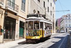 Tram 563 de Lisbonne (Portugal) (Trams aux fils (Alain GAVILLET)) Tags: portugal rails railways trams carris trolleys strassenbahn lisbonne tramways tranvias transportpublic sparvagn ilustrarportugal amateurstrams photostrams photostramways électricos amateurstramways amateurstransportpublic tramsdelisbonne tramwaysdelisbonne tramsportugais tramwaysportugais lisbonnetram563ancien261 électricosdelisbonne