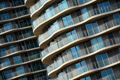 Hoola / façades (Images George Rex) Tags: london newham uk czwg hoola residential architecture towers twintowers royalvictoriadock england photobygeorgerex unitedkingdom britain imagesgeorgerex czwgarchitectsllp hubgroup ramboll 2017 mcmullenfacades schöck thorp