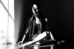 En descanso #oaxaca  #mexico #ballet #balet #sesion #sesiondefotos #photoshot #sesionfotografica #oaxacamexico #woman #girl #blancoynegro #byn #byw #canon #canonmexicana #canonmexico #canonphotography #canonphotographer (csmanzanarez) Tags: sesiondefotos canonmexico canon oaxacamexico canonphotographer girl sesion balet canonmexicana mexico photoshot canonphotography oaxaca blancoynegro woman byn sesionfotografica byw ballet