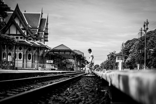Dangerous Cross | Hua Hin Train Station | Bangkok 2016