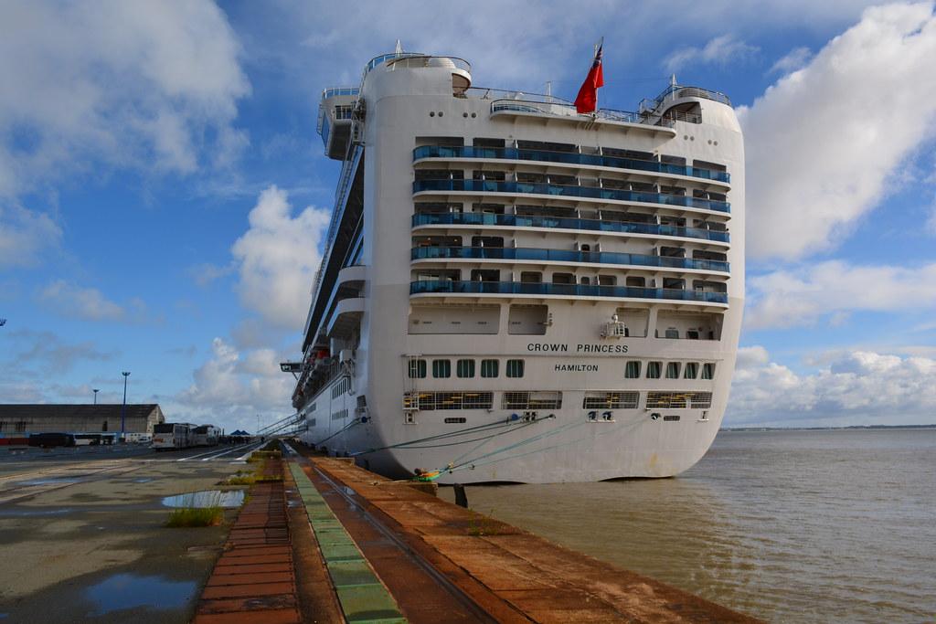 Cruise Ship Near Miss - Oasis & Constellation - Port ...