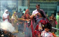 Bhadrakali Temple (Vincentdevincennes) Tags: portrait people india green colors temple streetlife hinduism gujarat ahmedabad bhadrakali