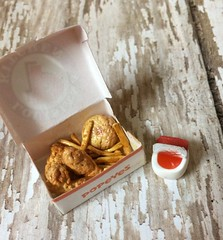 Miniature Popeyes chicken box (Erinpham) Tags: food chicken miniature fast fried miniaturefood dollhousefood {vision}:{outdoor}=0753