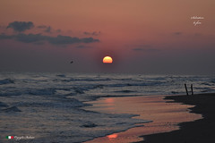 LE PRIME LUCI ! (Salvatore Lo Faro) Tags: alba mare spiaggia onde risacca sabbia nuvole sole rosso blu riflesso mattinorodi lidodelsole gargano puglia italia italy salvatore lofaro nikon 7200