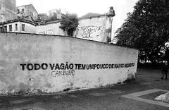 Todo vagão (camburão)... (De Santis) Tags: street city cidade brazil white black muro branco wall brasil canon downtown sãopaulo centro sé preto sp rua colégio s100 pateo pateodocolégio fernandodesantis