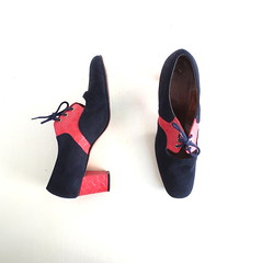 1970s two tone navy suede and red embossed leather oxfords (Small Earth Vintage) Tags: red vintage mod women shoes pumps 70s heels accessories 1970s navyblue suede twotone oxfords embossedleather smallearthvintage