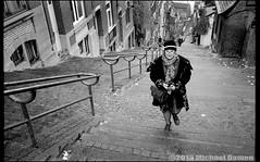 Liège (Damen Fotografie) Tags: street blackandwhite woman lady belgium zwartwit trix belgië streetphoto analogue dame luik straat leicam straatfoto michaeldamen