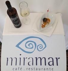 En esta ocasión desde Terraza Restaurante Miramar de Luarca acompañamos nuestra tapa concursante en el concurso de tapas con un vino Ribeiro Cumio que si cabe mejora la experiencia a la hora de degustar la tapa.