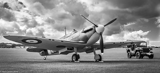 Spitfire and Jeep - Duxford 2013 - 4514.jpg