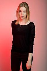 Rouge (Louise Rossier) Tags: portrait rose studio rouge noir blonde mode couleur fond gélatine