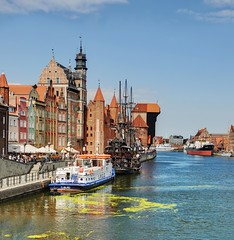 Old canal (Sizun Eye) Tags: old town canal motlawa architecture poland gdansk boat danzig krantor motlau getty gettyimages sizuneye polen polska pologne ville rivier crane historical monument unesco heritage site zuraw port riverfront outdoors europe