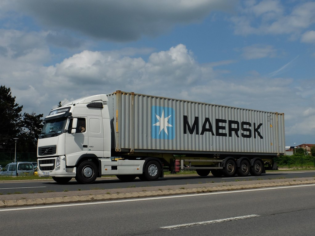 The world 39 s best photos of maersk and trucks flickr hive for Porte conteneur