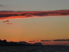 Sei minuti dopo (RoBeRtO!!!) Tags: light sunset red sea sky orange cloud sun water tramonto mare cielo sicily sole palermo acqua rosso luce arancione capaci rdpic nikonp520
