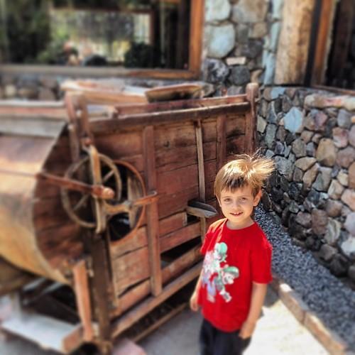 ...Benjamín #descubriendo una antigua y extraña máquina, para que servirá ?