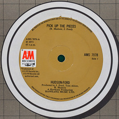 Hudson-Ford - Pick Up The Pieces (Leo Reynolds) Tags: detail canon eos iso100 label vinyl plate cover single record squaredcircle 60mm f80 disc platter 45rpm 7inch 0125sec 40d hpexif 033ev xleol30x sqset101 xxx2014xxx