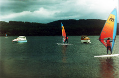 Loch Ard Windsurfing 1986 (Doug_Cook) Tags: water boats scotland board centre boom sail windsurfing loch watersports boathouse 1986 trossachs foresthills wetsuits timeshare aberfoyle mistral dougcook kinlochard foresthillshotel trossachsclub lochard1980s