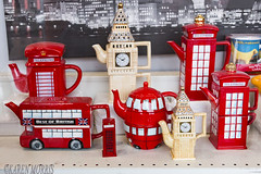 #22 Tea Things (117 Pictures In 2017) (kazmorris) Tags: 117picturesin2017 teapots tea english british red novelty souvenier