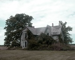 Derelict in the Country (Georgie_grrl) Tags: old house ontario abandoned decay awesome derelict whooohoooo mydarkpinkside samsungd760 grrlsgonewildweekend offtopointpelee roooooooadtrip