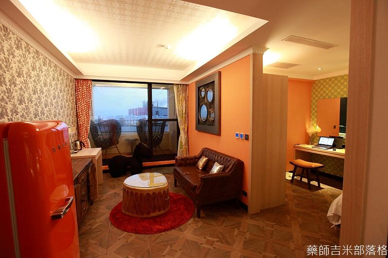 smokeyjoes_hotel_room_302_170