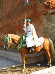 Rabat (Maria Lucia Dornas) Tags: maroc marocco guarda rabat segurana marrocos mausoleu guardareal mausoleumohammed