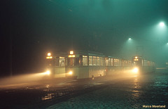 Najaarsnevel in Berlijn (Marco Moerland) Tags: autumn mist berlin fog night automne evening abend nevel republic nebel nacht trolley hauptstadt herbst herfst tram republik german ddr avond streetcar markt soir der trams tramway democratic gdr gemany berliner reko strassenbahn duitsland kombinat donker deutsche tramvaj berlijn terminus tramwaj eindpunt bvg avondopname hackescher tramways allemange demokratische tranvias betriebe nachtopname strassenbahnen endhaltestelle verkehrs tramvie bvk geselschaft twoaxle zweiachser tweeasser