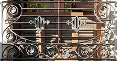 Barcelona - Crsega 417 e (Arnim Schulz) Tags: barcelona espaa art texture textura architecture fence liberty spain arquitectura iron arte kunst catalonia artnouveau castiron gaud architektur catalunya deco espagne muster modernismo forged catalua spanien modernisme fer jugendstil wrought ferro eisen deko hierro dekoration decoracin espanya katalonien stilefloreale textur belleepoque baukunst gusseisen schmiedeeisen ferronnerie forjado forg ferdefonte
