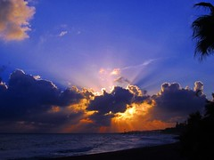 Los rayos del sol (Antonio Chacon) Tags: sunset sea españa art sol atardecer photography mar spain day arte cloudy photos andalucia nubes costadelsol puestadesol marbella