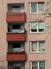 Stil vor Talent. (universaldilletant) Tags: facade frankfurt balcony balkon architektur balcon fassade
