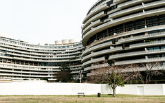 The Watergate (ep_jhu) Tags: road white building tree lines wall architecture floors canon bench outside design dc washington districtofcolumbia unitedstates curves edificio repetition 7d dcist watergate ec2