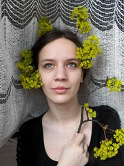 216. Jaro m bav / Enjoy springtime (Betty.Schulzova) Tags: new portrait selfportrait flower tree green nature girl face self spring time blossom head sunny fresh crown project365 odcloneno sbety bettyschulzova odclonenofmjaro14