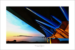 les dessosus du tablier.... (Emmanuel DEPARIS) Tags: morning bridge light mer france de smog highway boulogne pont sur autoroute pas brouillard calais