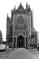 Cathédrale de Metz (domiloui) Tags: blackandwhite bw black france monument architecture flickr culture histoire lorraine eglise façade metz documentaire cooliris cathedrales blinkagain