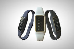 dot-braille-smartwatch-designboom-02-818x342