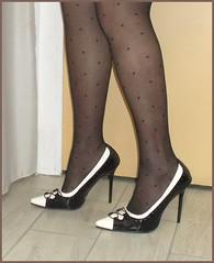 2017 - Escarpins de Karoll  - 103 (Karoll le bihan) Tags: escarpins shoes stilettos heels chaussures pumps schuhe stöckelschuh pantyhose highheel collants bas strumpfhosen