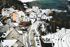 used to walking up hills (lina zelonka) Tags: idaroberstein germany rheinlandpfalz linazelonka winter architecture houses town schnee snow naheland hunsrück streets oberstein deutschland rlp rhinelandpalatinate 18105mm nikond90