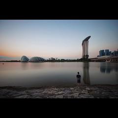 การหาปลาเป็นกิจกรรมที่ผู้คนบนโลกใบนี้ชื่นชอบ ไม่ว่าไปที่ไหนเราก็จะเจอคนหาปลาตลอด สิงคโปร์ก็เช่นกันนะจ๊ะ #singapore #irixlens