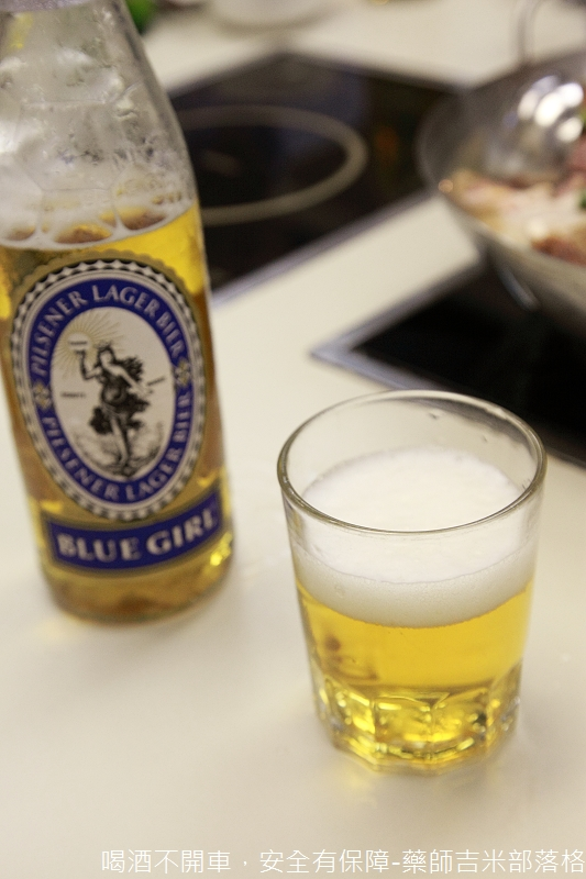Blue_Girl_Beer_399