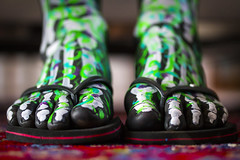 Les os de Nicolette´ I (JKG II) Tags: feet beautiful table relax dead skeleton fun death losangeles paint toe legs body awesome talent disguise flipflops bones excellent muertos tibia dios putyourfeetup marvista fibula nicollete