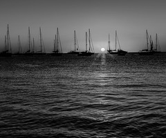 say captain say wot (lothar1908) Tags: light sunset sky bw sun digital canon 50mm spain tramonto mare estate horizon bn cielo sole acqua chiaroscuro formentera biancoenero controluce onde isola prospettiva esterno orizzonte lucieombre contrasto illetes baleari platinumheartaward simplysuperb barcheinrada 5dmarkiii