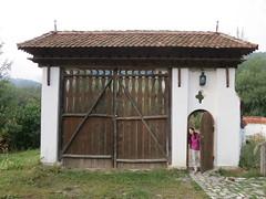 Guesthouse at Zalanpatak (John S Y Lee) Tags: gate romania guesthouse outstandingforeignphotographersvisitingromania zalanpatak