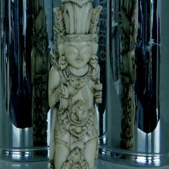 Indonesian statuette (fransje 2103) Tags: blue light france macro canon reflections square paysbas schiedam paintingwith