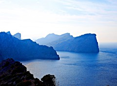 Entre la niebla (Jesus_l) Tags: espaa mar europa formentor palmademallorca islasbaleares jesusl