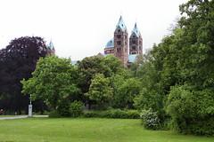 Park vorm Dom - Speyer (Stefan_68) Tags: church germany deutschland cathedral dom kirche eglise speyer rheinlandpfalz rhinelandpalatinate parkanlage speyercathedral