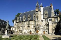 Beauvais, ancien palais piscopal (Ytierny) Tags: france horizontal architecture pierre jardin renaissance ville picardie edifice beauvais oise courintrieure musedpartemental palaispiscopal corpscentral beauvaisien ytierny
